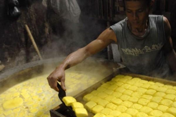 Tahu kuning makanan khas Kediri