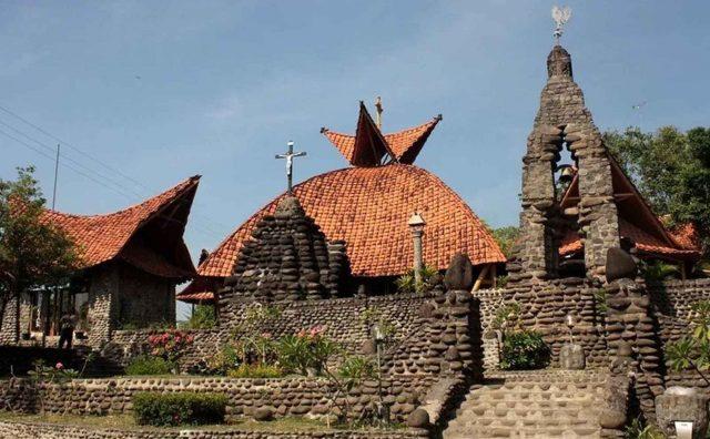 Gereja Pohsarang atau Puhsarang adalah sebuah Gereja Katolik Roma di Kediri