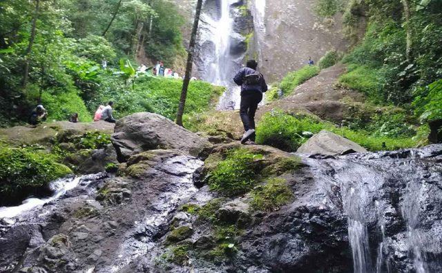 Air Terjun Dolo memiliki femomena alam yang unik dan mengagumkan.