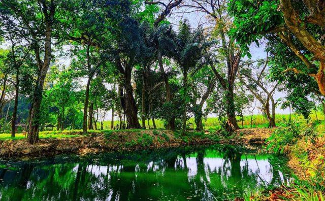 Sumber Air Plumpungan yang terletak di Desa Tawang, Wates, Kediri, ini mengusung konsep jadul