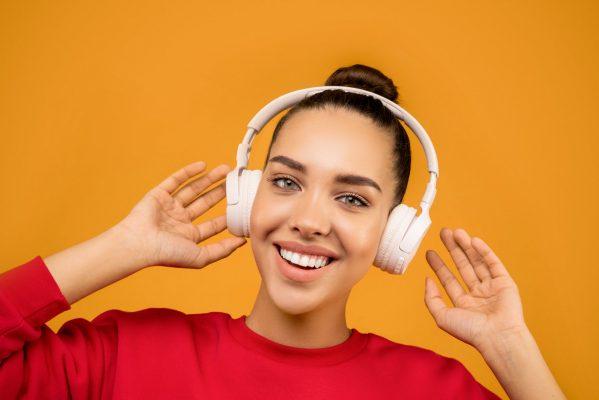 10 Rekomendasi Lagu Terbaik untuk Belajar Bahasa Inggris