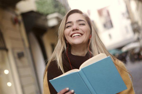 """Pertanyaan """"Belajar Grammar atau Speaking Dulu?"""" sering muncul jika kamu ingin mengambil program kursus di Kampung Inggris."""