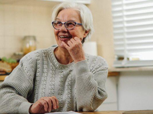 Grandmother Kosakata Bahasa Inggris tema keluarga - Nenek