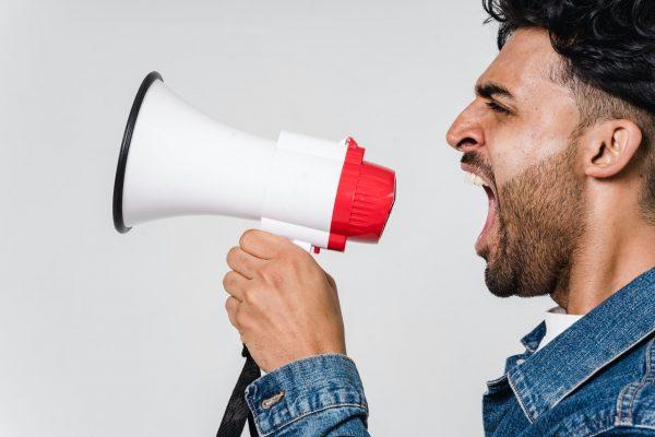 Perbedaan active and passive voice, lengkap dengan contoh.