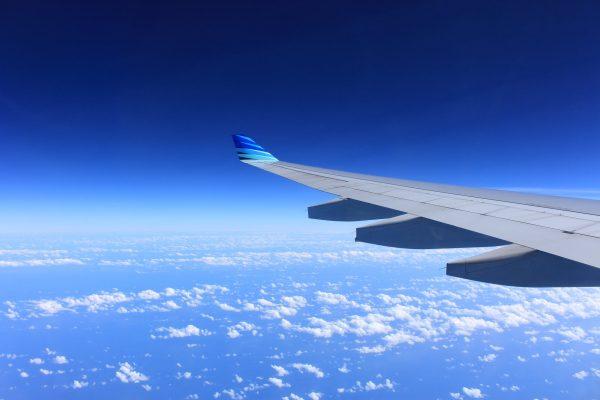 Announcement: Kata-kata pramugari saat landing dalam bahasa Inggris.
