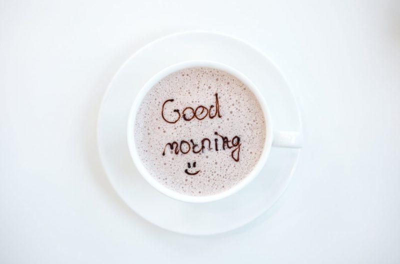 Salam dalam bahasa Inggris: selamat pagi, selamat siang dan selamat malam.